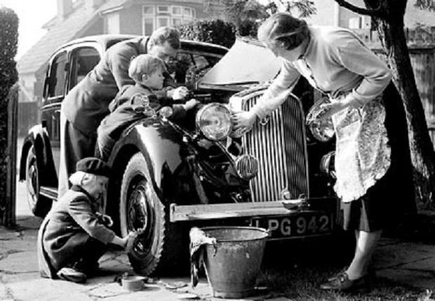 Niedzielne mycie samochodu – brytyjska tradycja